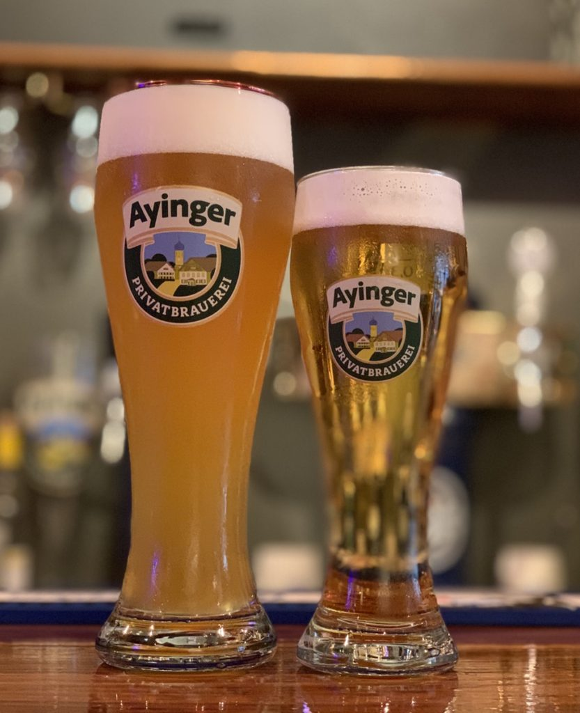 グラスに注がれたビール