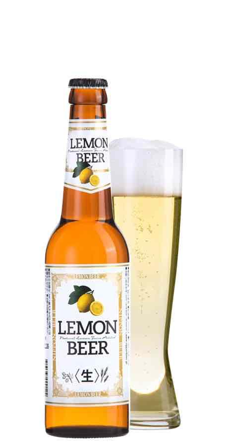 レモンビールのボトルとグラス